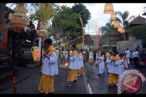 619 Jemaat Rayakan Natal Berbusana Adat Bali