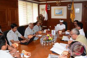 Wagub Sudikerta instruksikan buka operasional Pura Besakih