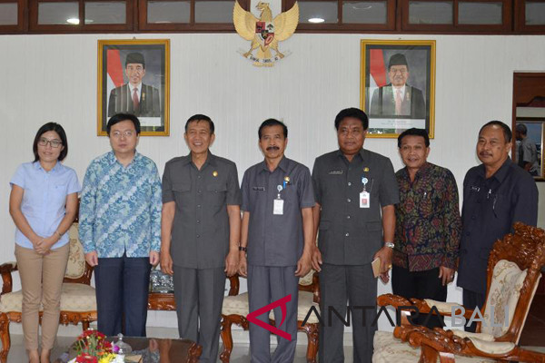 Bali`s Governor agrees to cooperate in Imlek celebrations