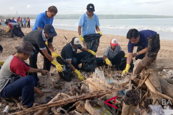 Pemprov Bali: sampah Nusa Penida akibat arus laut