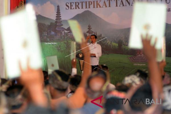 Jokowi Serahkan Sertifikat Tanah Pura se-Bali