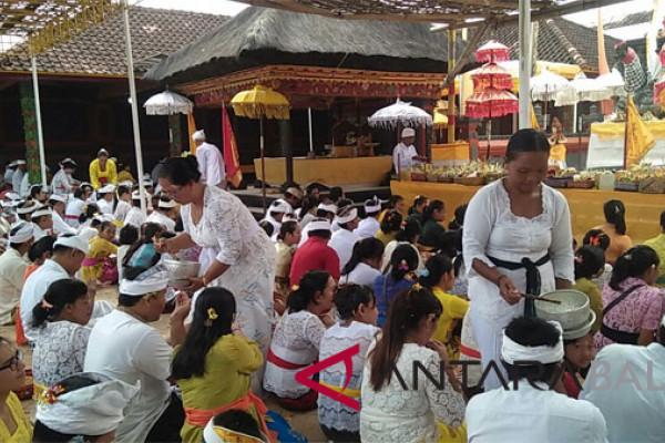 Pagerwesi, umat Hindu padati Pura Tamansari Buleleng (video)