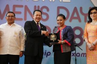 Bupati Tabanan raih penghargaan Internasional Women's Day