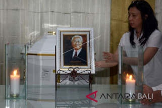 Setelah Melasti, abu jenazah Hari Darmawan dilarung di Bali