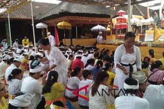 Pagerwesi umat Hindu padati Pura Tamansari Buleleng video