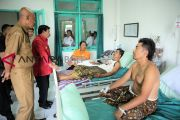 Penjabat bupati Gianyar jenguk 93 korban keracunan