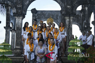 Belasan Miss Universe 2015 Kunjungi Karangasem