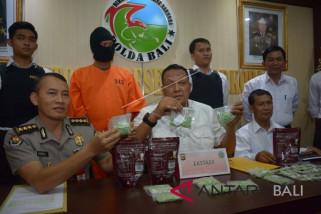 Polda Bali bekuk kurir 2.930 butir ekstasi Video