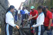 Ratusan peserta bersihkan Pasar Perean-Tabanan