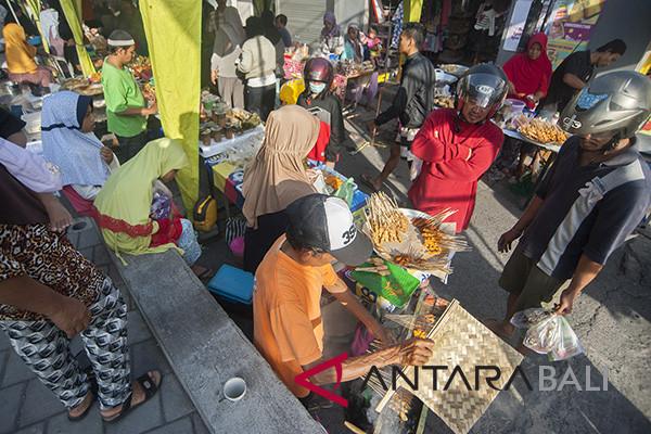 Pasar dadakan bulan puasa di Bali