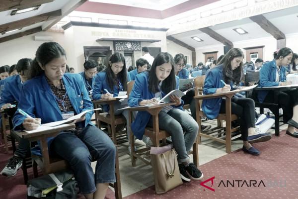 """Ratusan mahasiswa ikuti seleksi """"Djarum beasiswa plus"""""""