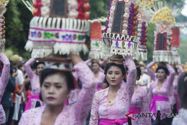 Presiden Jokowi lepas pawai Pesta Kesenian Bali (video)