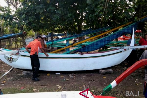Tiga nelayan Jembrana nyaris tenggelam dihantam ombak