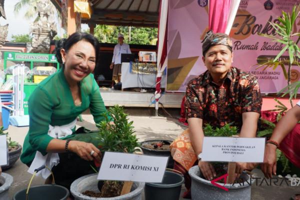"""BI serahkan tanaman """"upakara"""" di Pura Jagaraga Buleleng"""