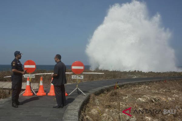"""Gelombang tinggi, Pantai """"Waterblow """" Nusa Dua ditutup"""