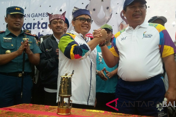 Masuk Bali, obor Asian Games disambut ratusan pelajar