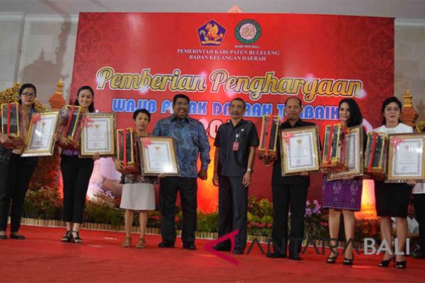 Pemkab Buleleng beri penghargaan kepada wajib pajak yang tertib