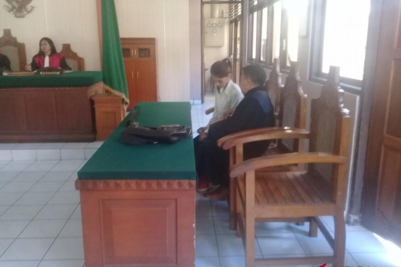 Hakim vonis mantan pramugari 2,5 tahun penjara