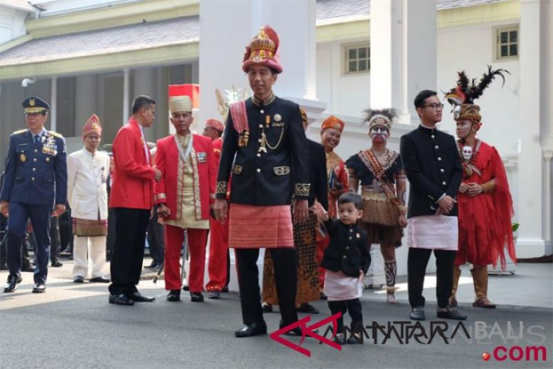 Presiden kenakan busana adat Aceh dalam upacara HUT ke-73 RI