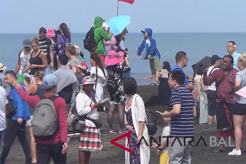 Festival Tanah Lot tingkatkan kunjungan wisatawan