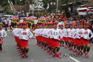 Bupati Suwirta lepas peserta Lomba Gerak Jalan Indah Putri