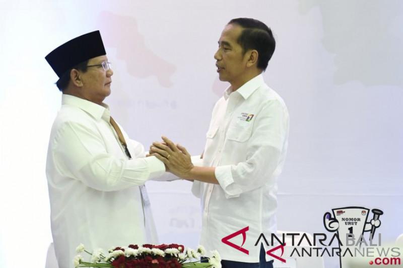 Pemimpin parpol kenakan pakaian adat di acara deklarasi pemilu damai