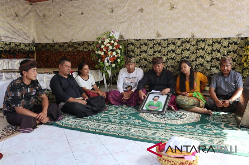 """Mapepegat"" akhiri rangkaian pemakaman istri Bupati Bangli"