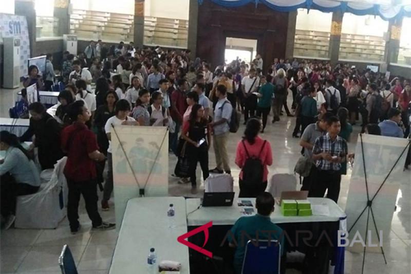 "15 perusahaan ikuti ""Undiksha Job Fair 2018"""