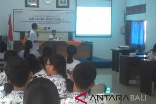 ANTARA Biro Bali kenalkan jurnalistik kepada 72 siswa SMA video
