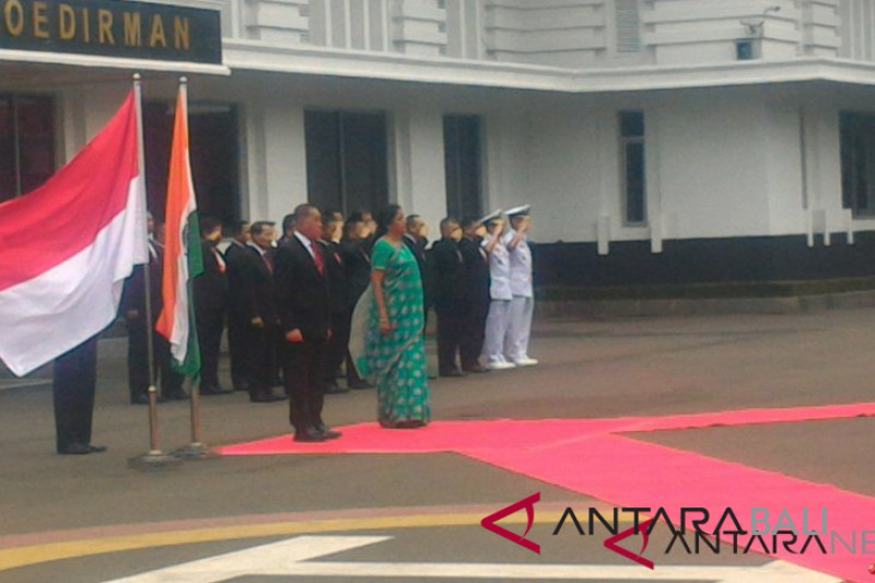 Menhan Ryamizard terima kunjungan kehormatan Menhan India