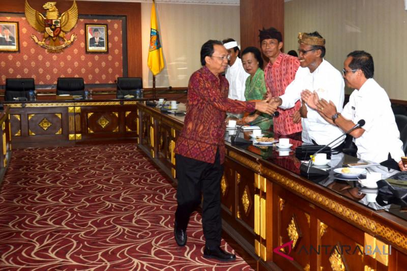 """Gubernur Bali  komitmen penguatan """"Desa Pakraman"""""""