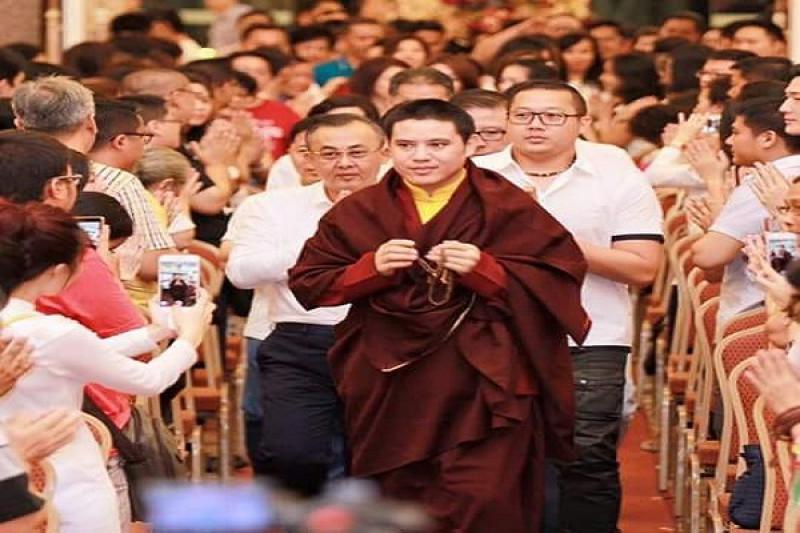 Guru besar umat Buddha Passang Rinpoche tiba di Bali