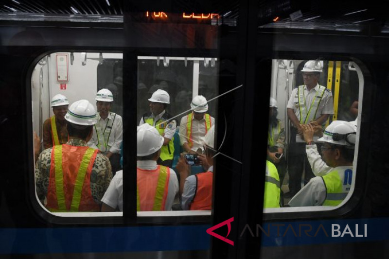 Presiden mencoba MRT Jakarta