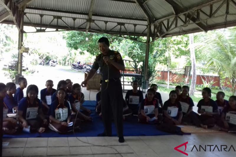 Danramil edukasi wawasan kebangsaan siswa SMAN 1 Rendang