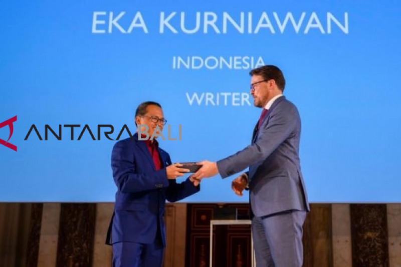 "Penulis Eka Kurniawan raih ""Prince Claus Awards 2018"" di Belanda"