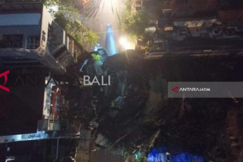 Masyarakat kira ada gempa saat Jalan Gubeng ambles