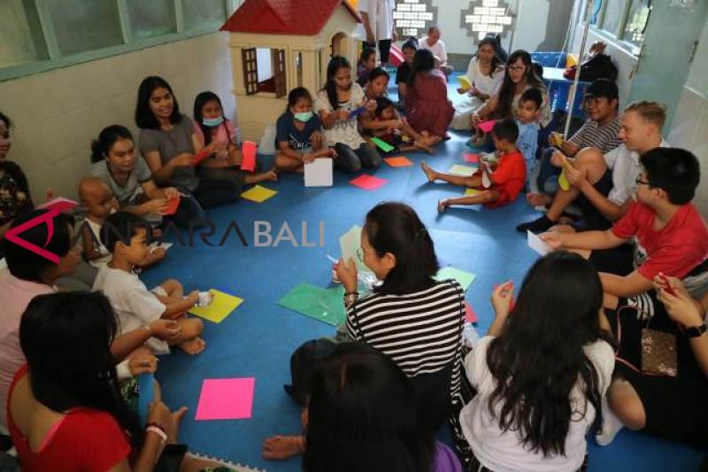 Komunitas Kanaditya didik anak penderita kanker di RS Sanglah