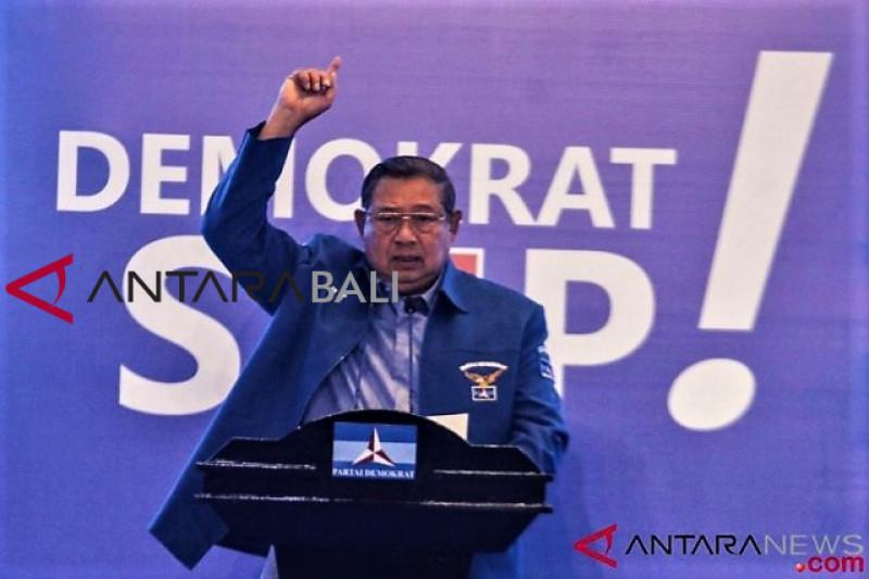 SBY marah ! Bendera Demokrat dirobek dan  dibuang ke selokan