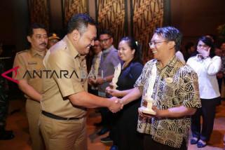 Bupati Gianyar beri penghargaan 50 wajib pajak
