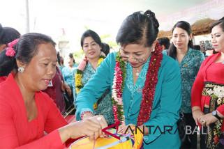 Suastini Koster minta perempuan Bali jangan lupakan kodrat