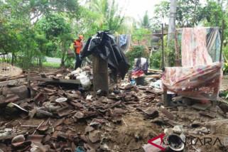 Satu rumah warga Jembrana roboh akibat hujan