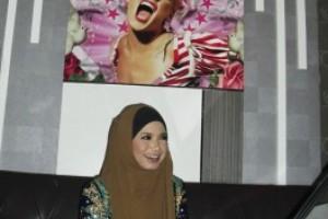 Penyanyi Rossa Kembangkan Bisnis Melalui Diva Karaoke