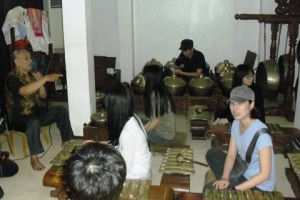 UMN Perkenalkan Warga Asing Batik dan Gamelan