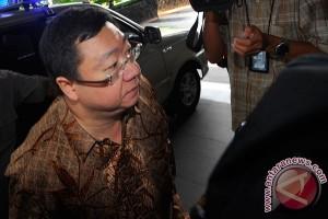 Hakim Tunda Vonis Pidana Penipuan Robert Tantular