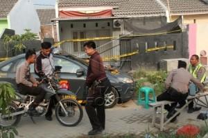 Polisi Geledah Rumah Terkait Bom Alam Sutera