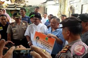Gubernur Banten Bantu Korban Kebakaran Wihara Bhutong