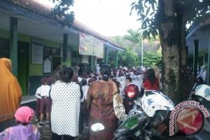 Hari Pertama Sekolah Mayoritas Orang Tua Hadir