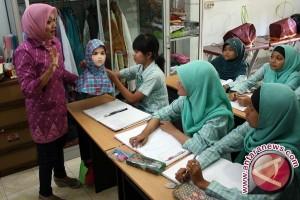 700 Tuna Rungu Banten Dibantu Alat Dengar