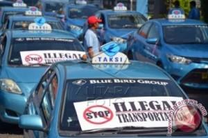 Penolakan Taksi Online Karena Belum Penuhi Aturan