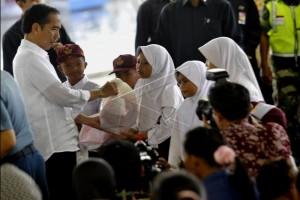Presiden Ingatkan Keluarga Nelayan Karangantu Jaga Gizi